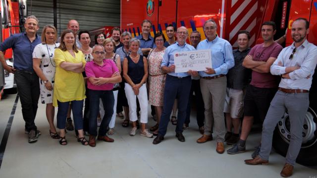 NVA - Mol schenkt 3100 € aan Help Brandwonden Kids