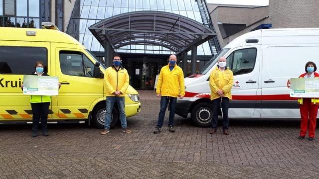 N-VA Mol schenkt € 2500 aan Vlaamse Kruis en Rode Kruis
